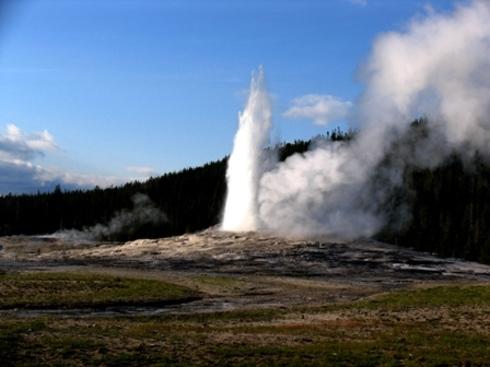 Yellowstone_park_36_old_faithful