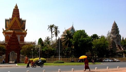 Streets_of_phnom_penh05